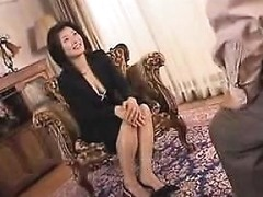 Attractive Oriental Housewife Displays Her Sexy Legs And Bi Drtuber